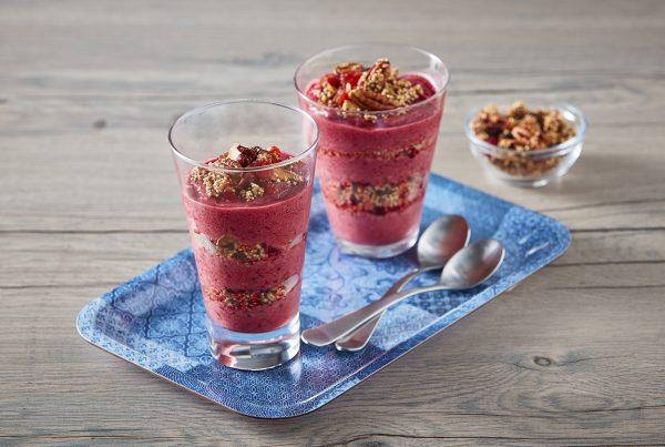 Smoothie de frutos rojos con granola Zertú
